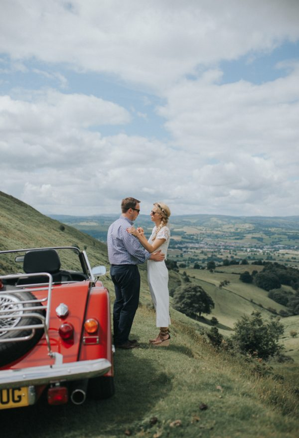 these-newlyweds-took-a-romantic-drive-through-moel-famau-24-hours-after-saying-i-do-15