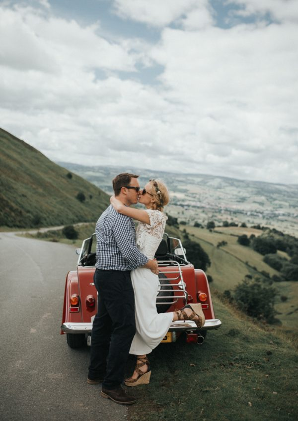 these-newlyweds-took-a-romantic-drive-through-moel-famau-24-hours-after-saying-i-do-18