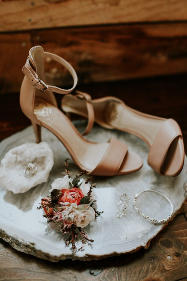this-fall-wedding-at-southwind-hills-seamlessly-blends-bold-and-soft-styles-1