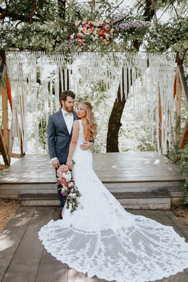 this-fall-wedding-at-southwind-hills-seamlessly-blends-bold-and-soft-styles-12
