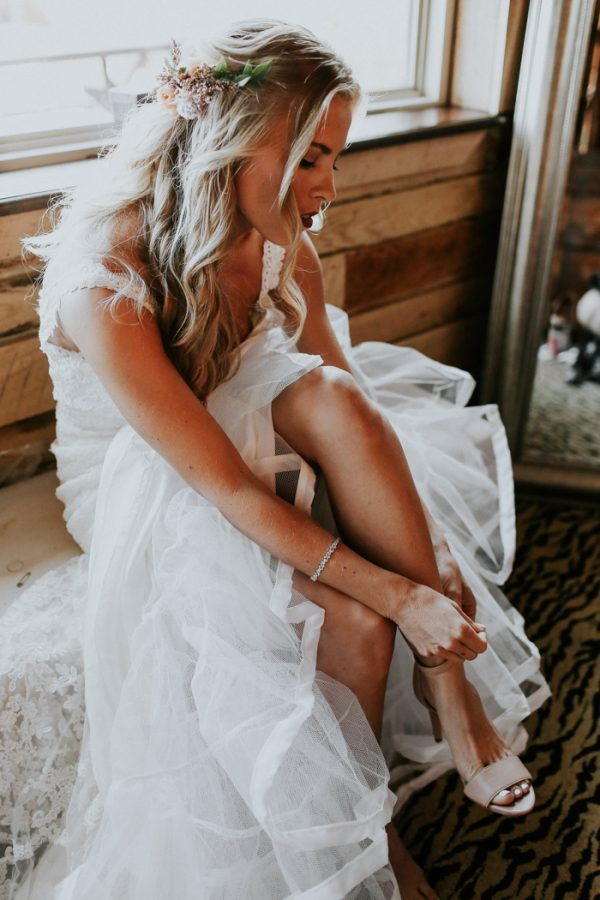this-fall-wedding-at-southwind-hills-seamlessly-blends-bold-and-soft-styles-2