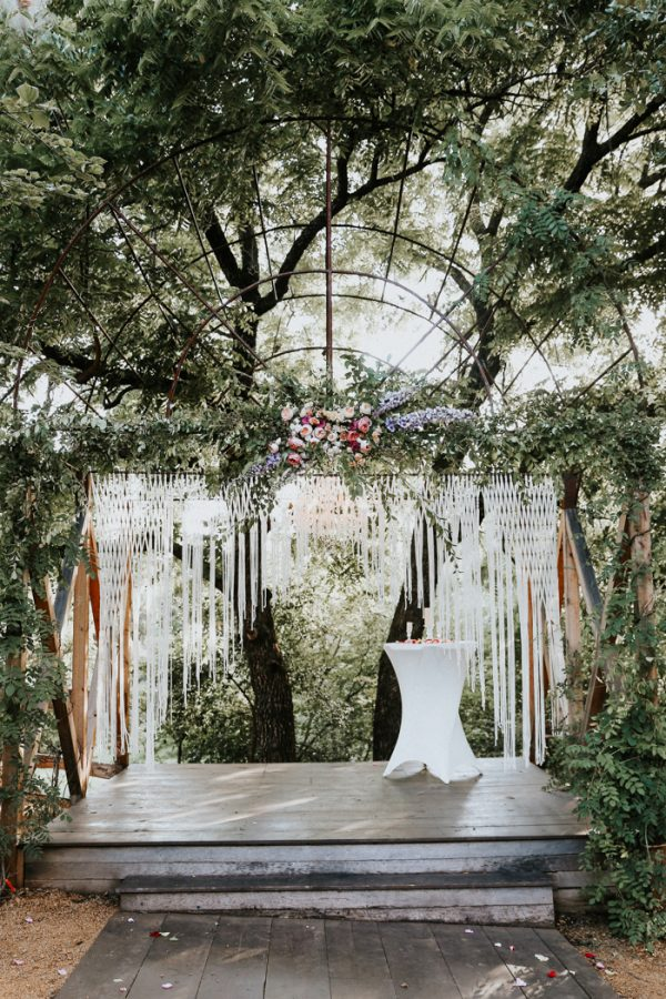 this-fall-wedding-at-southwind-hills-seamlessly-blends-bold-and-soft-styles-23