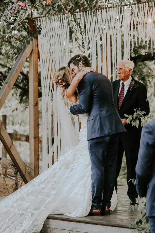 this-fall-wedding-at-southwind-hills-seamlessly-blends-bold-and-soft-styles-27