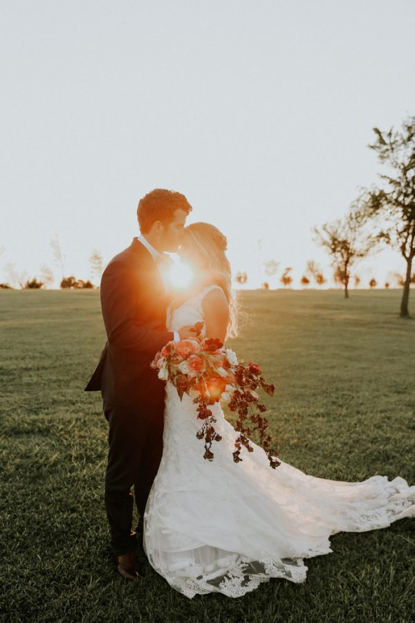 this-fall-wedding-at-southwind-hills-seamlessly-blends-bold-and-soft-styles-29