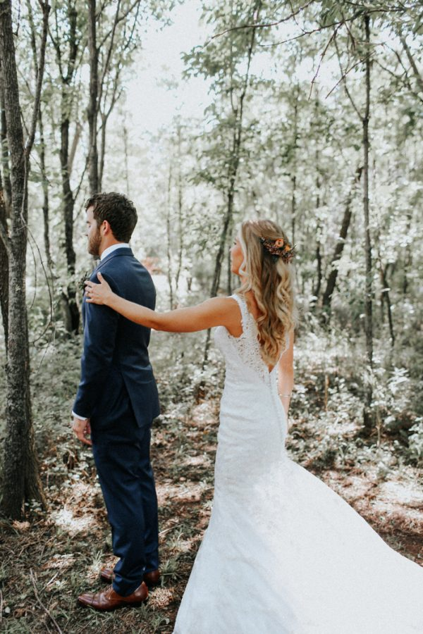this-fall-wedding-at-southwind-hills-seamlessly-blends-bold-and-soft-styles-4
