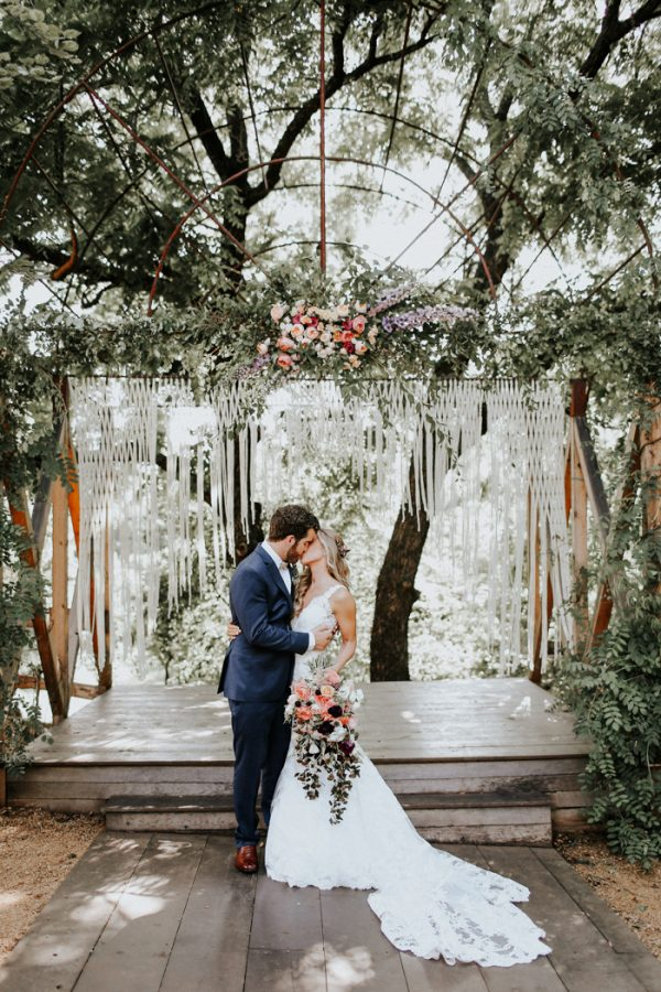 this-fall-wedding-at-southwind-hills-seamlessly-blends-bold-and-soft-styles-8