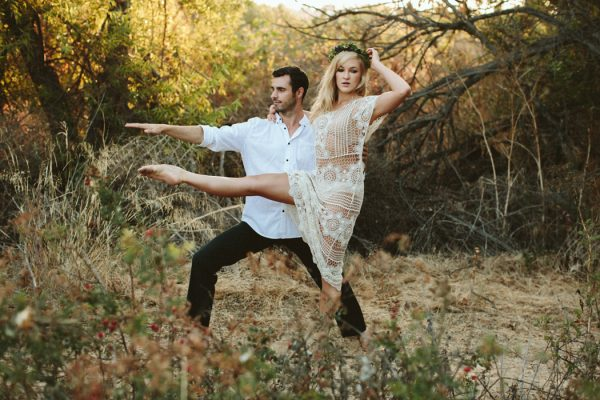this-ultra-flexible-couple-had-a-yoga-engagement-in-the-woods-11