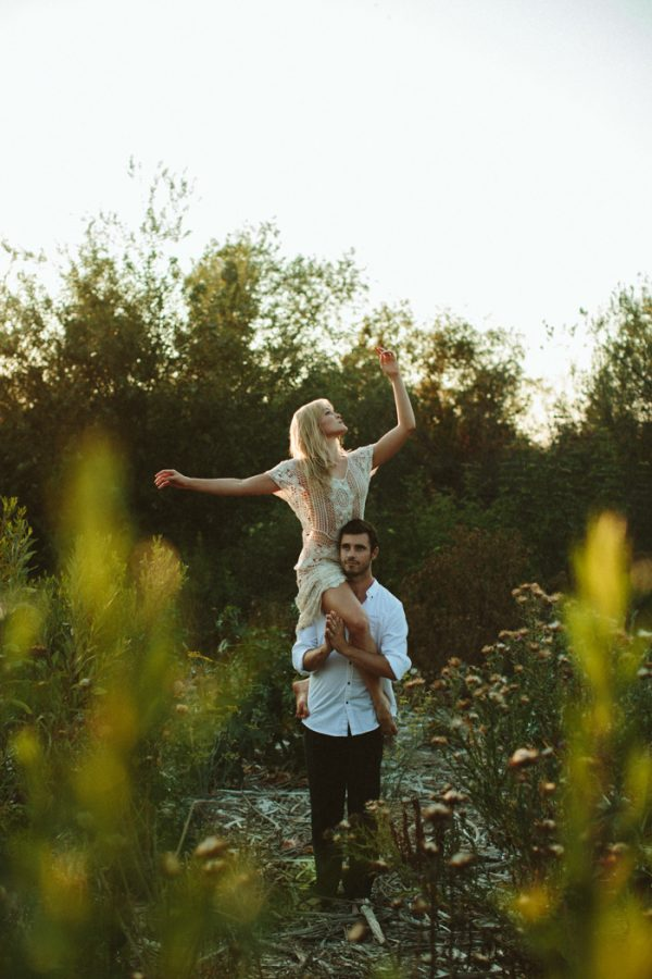 this-ultra-flexible-couple-had-a-yoga-engagement-in-the-woods-14