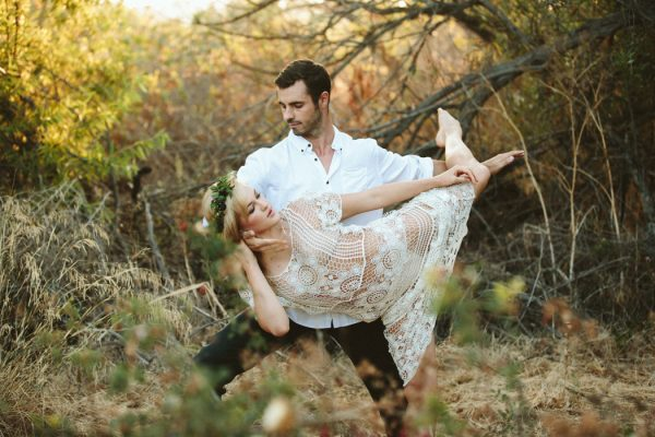this-ultra-flexible-couple-had-a-yoga-engagement-in-the-woods-6
