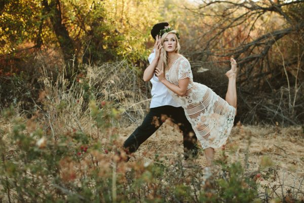 this-ultra-flexible-couple-had-a-yoga-engagement-in-the-woods-8