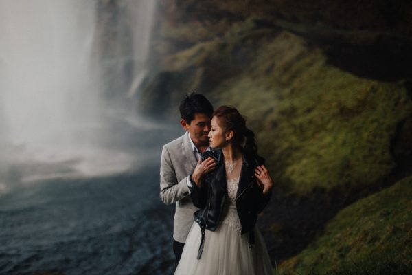 thrilling-pre-wedding-photos-in-the-south-coast-of-iceland-1