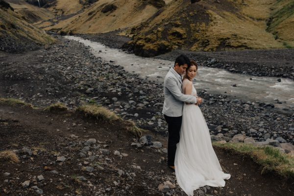 thrilling-pre-wedding-photos-in-the-south-coast-of-iceland-16