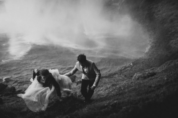 thrilling-pre-wedding-photos-in-the-south-coast-of-iceland-2