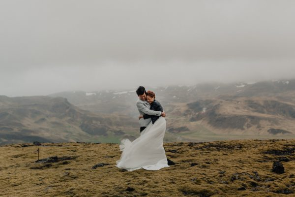 thrilling-pre-wedding-photos-in-the-south-coast-of-iceland-22
