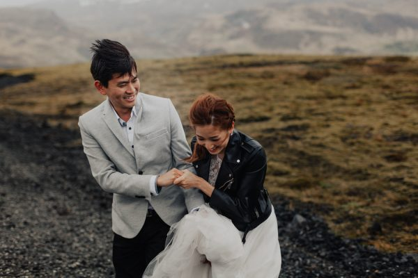 thrilling-pre-wedding-photos-in-the-south-coast-of-iceland-23