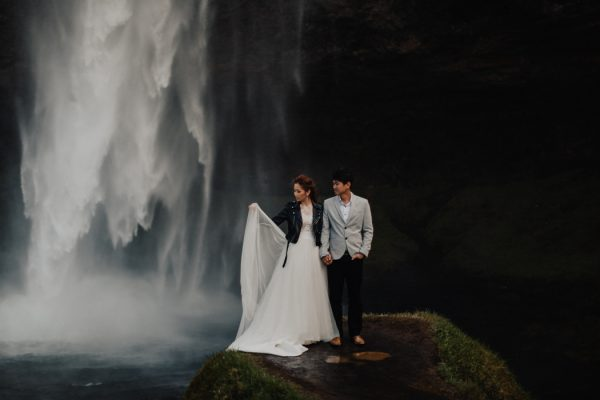 thrilling-pre-wedding-photos-in-the-south-coast-of-iceland-24