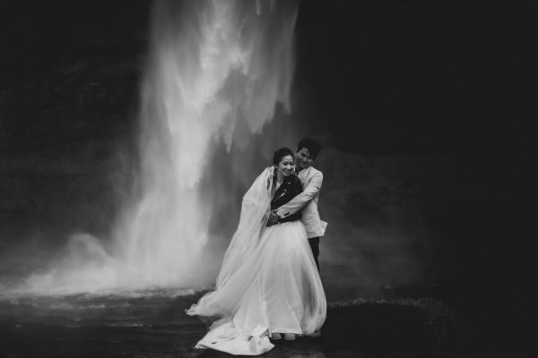 thrilling-pre-wedding-photos-in-the-south-coast-of-iceland-25