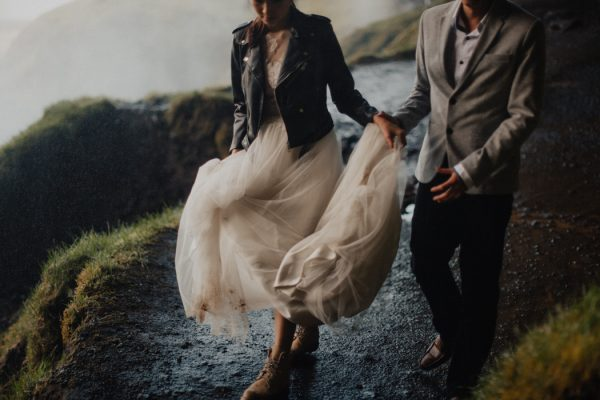 thrilling-pre-wedding-photos-in-the-south-coast-of-iceland-3