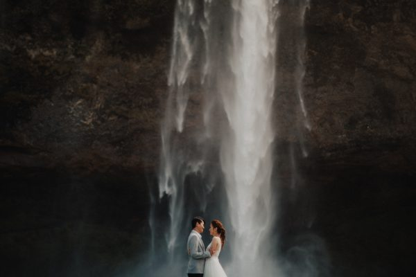 thrilling-pre-wedding-photos-in-the-south-coast-of-iceland-6