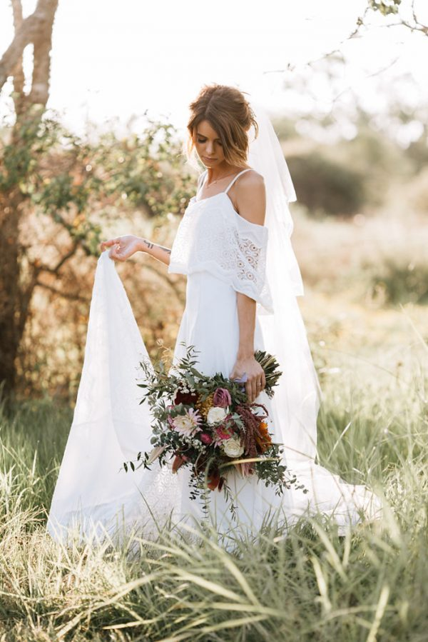 we-have-a-feeling-this-fall-wedding-inspiration-is-exactly-what-youre-looking-for-13