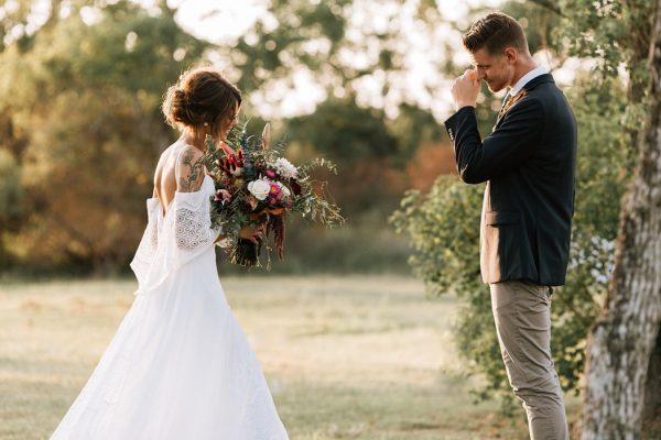 we-have-a-feeling-this-fall-wedding-inspiration-is-exactly-what-youre-looking-for-23