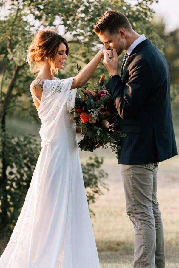 we-have-a-feeling-this-fall-wedding-inspiration-is-exactly-what-youre-looking-for-24