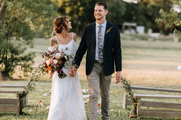 we-have-a-feeling-this-fall-wedding-inspiration-is-exactly-what-youre-looking-for-27