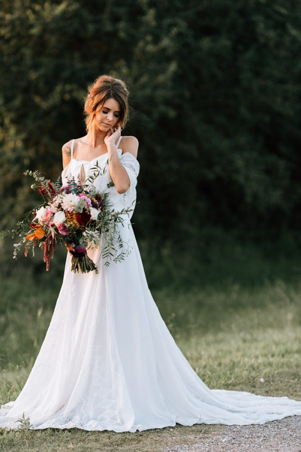 we-have-a-feeling-this-fall-wedding-inspiration-is-exactly-what-youre-looking-for-33