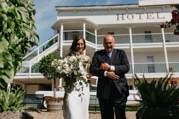 blue-and-white-roche-harbor-resort-wedding-on-san-juan-island-luke-and-mallory-photography-16
