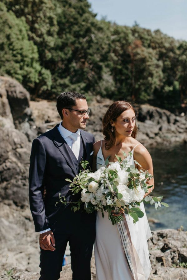 blue-and-white-roche-harbor-resort-wedding-on-san-juan-island-luke-and-mallory-photography-9