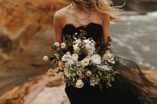 darkly-romantic-cape-kiwanda-elopement-inspiration-d-albrecht-photography-14
