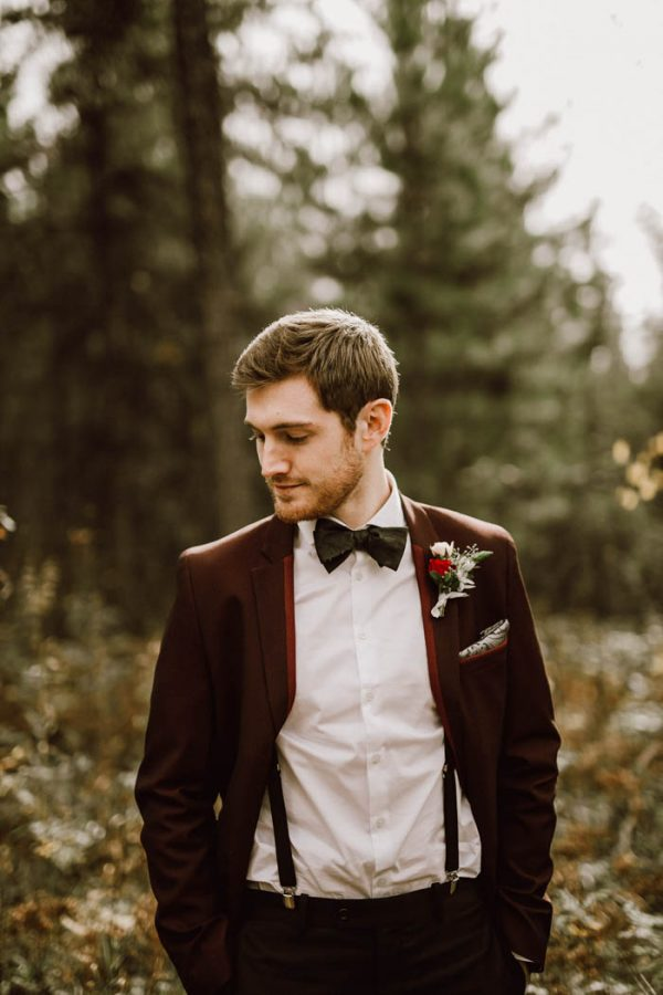 elegant-marsala-and-champagne-manitoba-wedding-at-the-rustic-wedding-barn-ariana-tennyson-photography-10