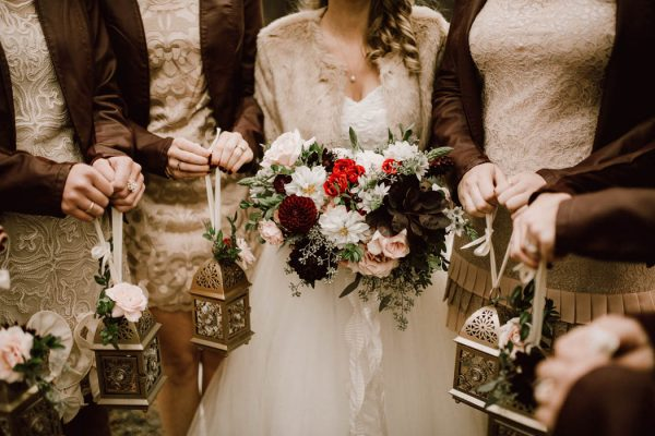 elegant-marsala-and-champagne-manitoba-wedding-at-the-rustic-wedding-barn-ariana-tennyson-photography-15