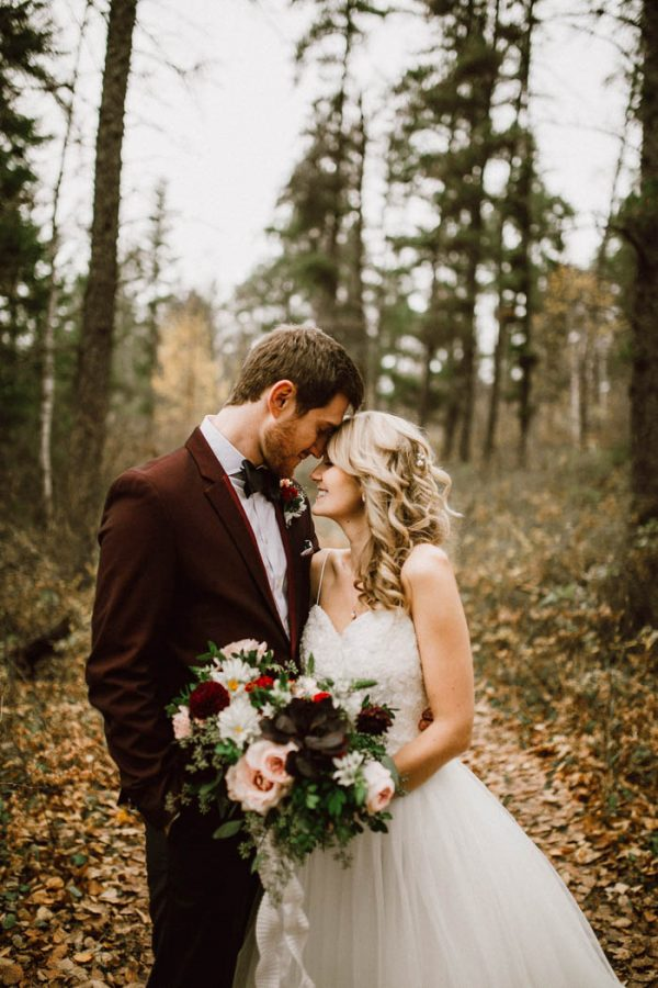 elegant-marsala-and-champagne-manitoba-wedding-at-the-rustic-wedding-barn-ariana-tennyson-photography-21