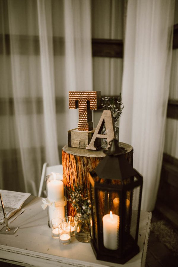 elegant-marsala-and-champagne-manitoba-wedding-at-the-rustic-wedding-barn-ariana-tennyson-photography-35