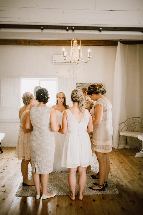 elegant-marsala-and-champagne-manitoba-wedding-at-the-rustic-wedding-barn-ariana-tennyson-photography-5