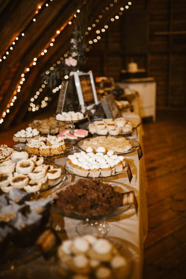 elegant-marsala-and-champagne-manitoba-wedding-at-the-rustic-wedding-barn-ariana-tennyson-photography-53