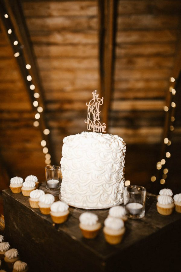 elegant-marsala-and-champagne-manitoba-wedding-at-the-rustic-wedding-barn-ariana-tennyson-photography-55