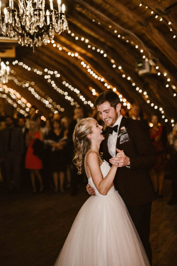 elegant-marsala-and-champagne-manitoba-wedding-at-the-rustic-wedding-barn-ariana-tennyson-photography-57