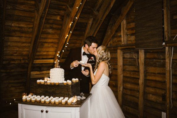elegant-marsala-and-champagne-manitoba-wedding-at-the-rustic-wedding-barn-ariana-tennyson-photography-59