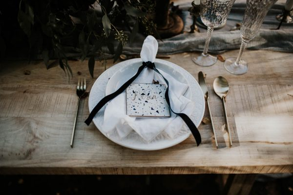 ethereal-and-dark-winter-wedding-inspiration-fresh-and-wood-10