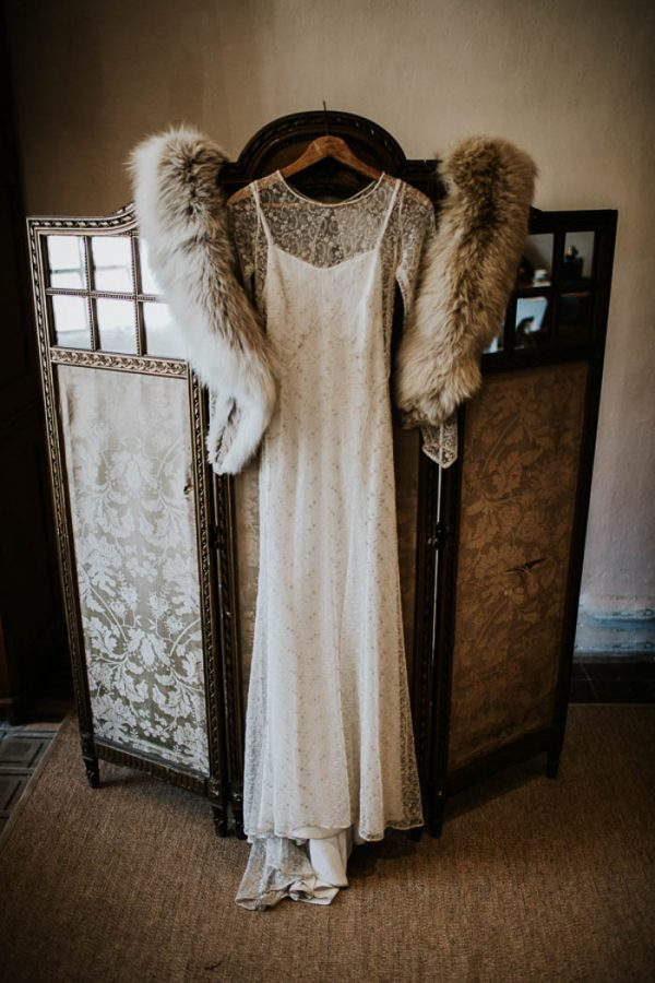 ethereal-and-dark-winter-wedding-inspiration-fresh-and-wood-12