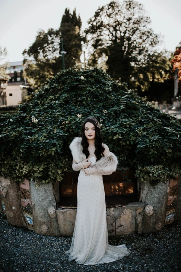 ethereal-and-dark-winter-wedding-inspiration-fresh-and-wood-17