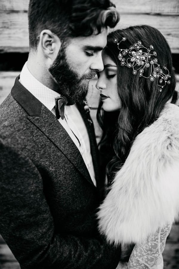ethereal-and-dark-winter-wedding-inspiration-fresh-and-wood-27