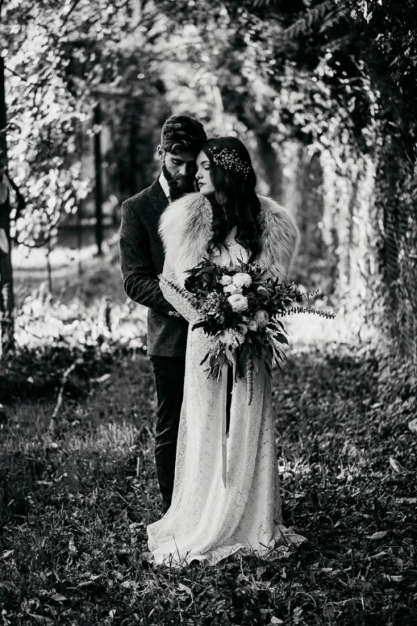 ethereal-and-dark-winter-wedding-inspiration-fresh-and-wood-36