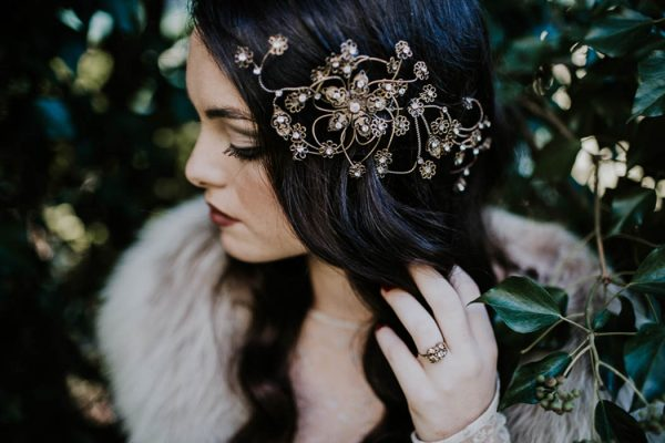 ethereal-and-dark-winter-wedding-inspiration-fresh-and-wood-37