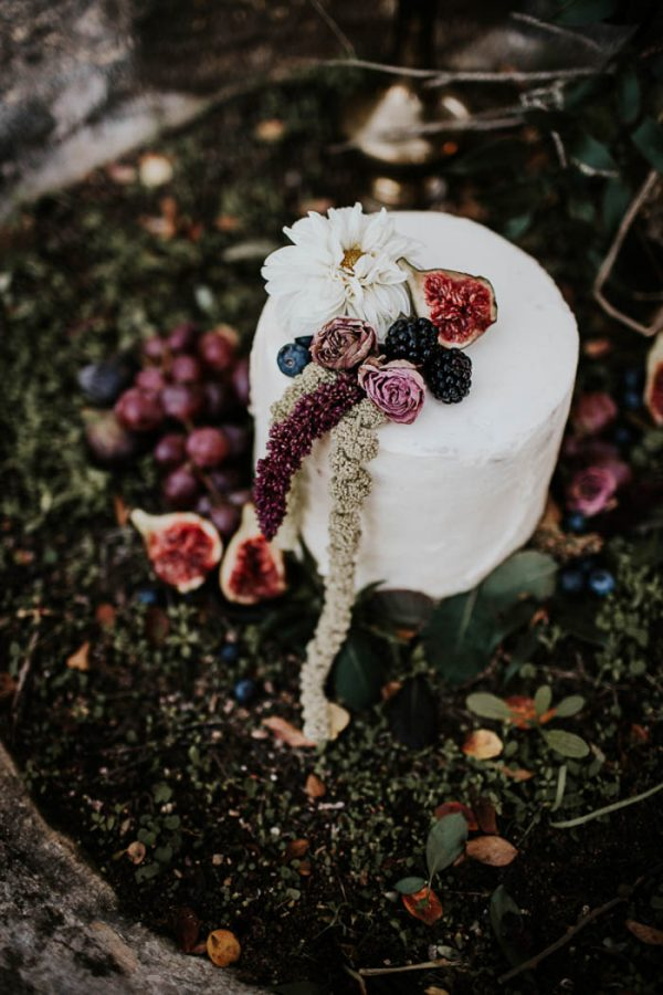 ethereal-and-dark-winter-wedding-inspiration-fresh-and-wood-38