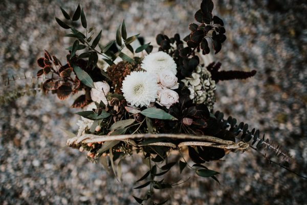 ethereal-and-dark-winter-wedding-inspiration-fresh-and-wood-6