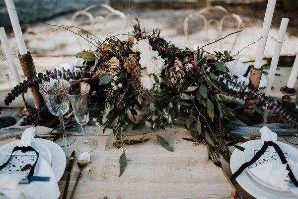 ethereal-and-dark-winter-wedding-inspiration-fresh-and-wood-8