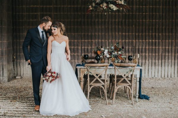 get-your-moody-color-palette-inspiration-from-this-late-fall-wedding-shoot-lindsay-nickel-photography-11